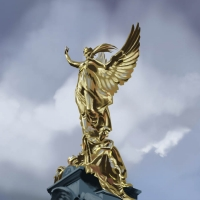 http://romeroleo.com/files/gimgs/th-28_golden sculpture.jpg